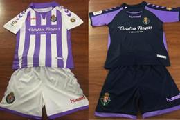 2019 Kinder Kit Real Valladolid Home Lila Weiß Fußballtrikots 2018/19 Junge Fußballtrikots für Jungen Fußball-Shirts + Hosen von Fabrikanten