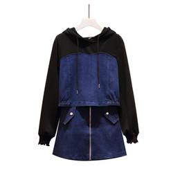 Conjunto de falda sudadera online-Calidad de lujo de las mujeres del verano 2019 Azul Negro remiendo sudadera con capucha de la cremallera + pantalones cortos de mezclilla falda conjuntos 2 pieza más el tamaño XXXXL