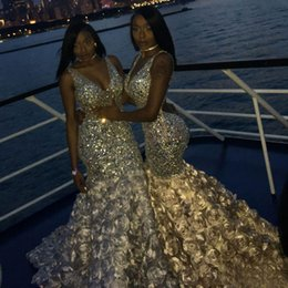 2019 abiti rosso basso rosso argento Luxury Black Girl Mermaid Prom Dresses Strass con scollo a V Sequined Backless Formal Dress Plus Size Sweep Train Perline Abiti da sera