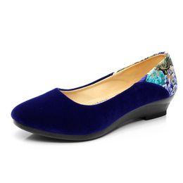 Nouvelles chaussures pour femmes Pompes Talons bas Compensées Femme Mocassins Décontractés Tissu Bout pointu Classiques de la Mode Elégante Princesse Chaussures de Danse ? partir de fabricateur