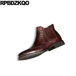 Zapatos de vestir de punta borgoña para hombre online-genuina de cuero burdeos botines en punta del extremo del ala zapatos para hombre de negocios formales brogue plena flor cremallera botas de vestir hombres de partido
