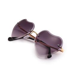 2019 дизайнер в форме сердца солнцезащитные очки 2019 Марка Дизайнер Моды в Форме Сердца Солнцезащитные Очки Без Оправы Женщины люкс любовь сердце очки старинные красочные очки без оправы дешево дизайнер в форме сердца солнцезащитные очки