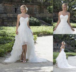 Deutschland Ärmelloses weißes Organza High Low Country Hochzeitskleid mit plissiertem Mieder Korsett Stufenrock Strand Brautkleid Kleid in Übergröße Versorgung
