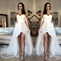 Современные короткие юбки онлайн-Скромная Белый Высокий Низкий Пляж Свадебные платья 2019 страна возлюбленной тюль юбки короткий передний длинная спина платье дешево Современная линия Люкс