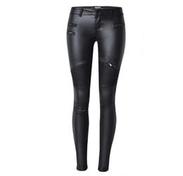 Chiusure lampo ghette nere in pelle online-New Fashion imitazione denim sottile leggings per le donne nero moto Streetwear pantaloni pieghe cerniere PU pantaloni in pelle