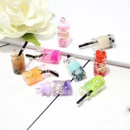 llavero redondo de acrílico al por mayor Rebajas Vogue Acrílico Resina 3D bebida simulada Juice Cup Multicolor encantos de la forma de la taza colgante de los encantos para la joyería que hace DIY accesorios