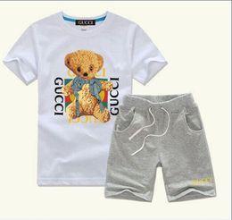 SıCAK SATMAK Yeni Moda Giyim Lüks Logo Tasarımcısı COCO Erkek ve Kız Spor Takım Elbise Bebek Bebek Kısa Kollu Giysi Çocuklar Set 2-7 T nereden
