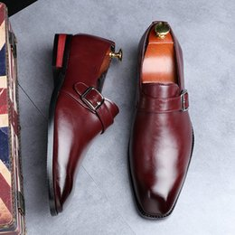 Sapatos britânicos on-line-Hot Sale-Dress Shoes Preto britânicos Designer Toe Praça Monk Shoes Buckle Strap Escritório Carreira Shoes