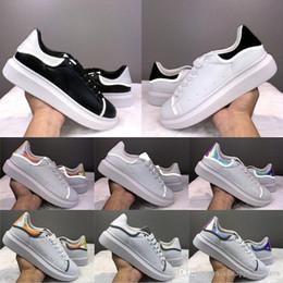 Laço de couro barato on-line-Designer de luxo barato Plataforma das mulheres dos homens calçados casuais 3M reflexiva Voltar Branco Gloden couro Lace Up Ourdoor instrutor Moda Chaussures