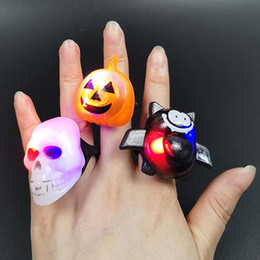 Luci della testa della zucca di halloween online-Halloween Light Ring Light Halloween Pumpkin Ghost Bat Spider Spider anello luminoso Head Punk Style Rings Toy Decorazione di Halloween Regali per feste