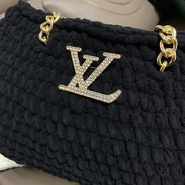 2019 pin carretes 2019 El nuevo diseño de lujo L Carta hombres broche mujeres traje Vestuario broches Bolsa Accesorios de Moda aniversario de boda regalo JE0269