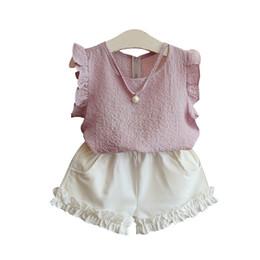 кнопки из жемчужной рубашки Скидка Комплекты детской одежды для девочек с летающими рукавами из шифона слинг с жемчужной рубашкой на спине жемчужная пуговица