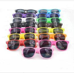 2019 lunettes de soleil lunettes élégant Mainstream élégant Lunettes de soleil moderne couleur de bonbons de plage Lunettes de soleil mètres de clous Lunettes de soleil Mode plein cadre unisexe Rétro lunettes LT1051 promotion lunettes de soleil lunettes élégant