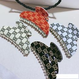 2019 tiara coroa vintage branco Carta Acessórios de cabelo Mulheres letra luxo Cabelo Garras multistyle Designer braçadeira cabelo da forma de partido do presente