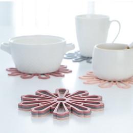 2019 gummi-topfhalter 2019 neueste Gummi Küche Tischset für Esstisch Matten hitzebeständige Topflappen Tasse und Becher Untersetzer Isolierung Pad rabatt gummi-topfhalter
