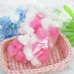 Tiras de espuma online-50 unids / bolsa Rosa Mini Corazón Amor Perlas de Espuma Tira Limo Caja de Regalo Fluffy Slime Filler Lodo Arcilla Embalaje Flor de la boda Caja de relleno