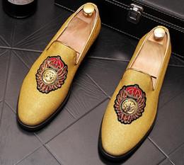 2019 homens loafer sapatos elegantes Novos homens de sapatos de dedo do pé dos homens à moda sapatos casuais lantejoulas moda sapatos de ouro da juventude sapatos a61 homens loafer sapatos elegantes barato