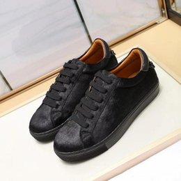 2020 scarpe casual scarpe in pelle pura Paris Design crine Lace-up scarpe casual scarpe da sposa taglio basso del partito in pelle di colore puro della scarpa da tennis uomini e donne scarpe casual scarpe in pelle pura economici