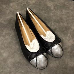 472b68cf3 High-end Marca Logo CC Mulheres Sapatos Casuais Menor Deslizamento-on Luxo  de Couro Genuíno Das Mulheres Plana Mocassins Top Quality Designer Clássico  ...