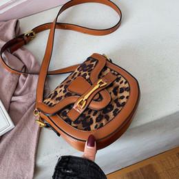 Sacos de couro da correia das senhoras on-line-Leopard Couro Crossbody Bag For Women 2019 Luxo Bolsas Designer Ladies Mão Messenger Bag Ombro Sac A principal Feminino Sling