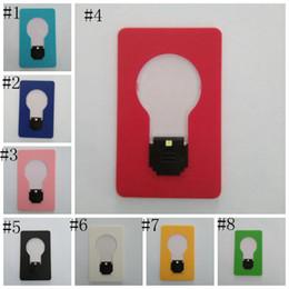 Lâmpada mais leve on-line-Lâmpada LED Cartão de Bolso Lâmpada LED Lanterna Isqueiros Portátil Mini Luz Colocar Na Bolsa Carteira de Emergência Ferramenta Ao Ar Livre Portátil LJJZ333