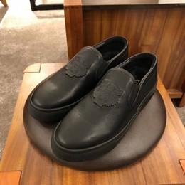 e6eb87df2 2019 homem cavalheiro branco sapatos Homens de negócios da marca preto e  branco dress homens lace
