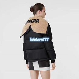 2020 oso de peluche personalizado Hombres Mujeres de lujo Diseño del oso de peluche de gran tamaño cuello chal capa de la chaqueta acolchada de algodón Parka Outwear High End Girls personalizados de pista de la chaqueta oso de peluche personalizado baratos
