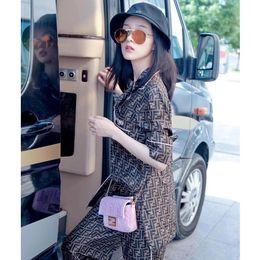 Осенью новый европейский и американский большой со стильным кардиганом с длинными рукавами шелковой пижамы костюм женский высокого класса обслуживание на дому пижамы от Поставщики бикини взъерошенные