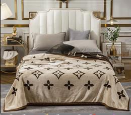 2019 sofá moderno marrom Melhor thicking Brown Cobertores de laranja 150 180 200cm flanela macia e quente de luxo Cobertores Liso flanela cobertores do bebê Fundamentos Swaddling Blanket