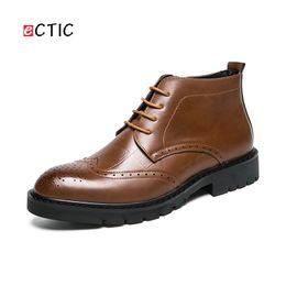 Botas de invierno online-ECTIC 2019 New Gentleman Winter Men Zipper Boots High Top de cuero cálido Botas guapo Zapato Homme Cool