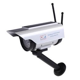 Câmera de segurança pinhole ao ar livre on-line-Solar Power Vigilância manequim câmera de segurança ao ar livre Home CCTV Mini câmera piscando Led Light