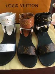 Mulheres de couro fotos on-line-Novas Sapatos de Grife de Luxo Mulheres Sandálias Geunine Couro Designer de Noite Formal Slides Verão Praia Mulheres Sapatos Frete Grátis Real Pic
