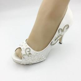 2019 chaussures de mariage ivoire dentelle appliques chaussures de mariée à la main de mariée accessoires de mariage strass chaussures de cristal femmes sandale ? partir de fabricateur