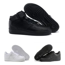 the best attitude f83ce 23b19 2018 Nike Air Force 1 Leather AF1 De haute qualité Mode Forçant CORK Hommes  Femmes Un 1 Chaussures De Course haute Basse Coupe Tout Blanc Noir Brun  Couleur ...