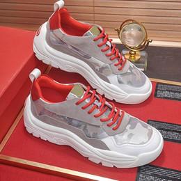 Зашнуровать Мужская обувь повседневная дизайн спортивная дышащая низкий топ Мужская обувь 2019 Италия тенденция открытый Gumboy телячьей кожи кроссовки с оригинальной коробке продажи cheap italy design shoes от Поставщики мужская обувь