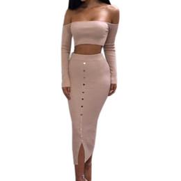 Falda lápiz de dos piezas casual online-Girl Off Shoulder Buttons Skinny Split Knitted Women's Sets Winter Sexy Bodycon Conjunto de dos piezas Crop Top y trajes de falda lápiz