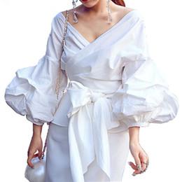 Белые блузки черные кресты онлайн-Sexy V шеи Скрещенных бинтов Женщина Рубашки Урожай Фонарь рукав Лук Блуза черного плед белой рубашка High Blusas