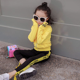 Best Selling Baby Girls Clothing 2019 Primavera / otoño Nuevo estilo Little Girl Webbing Two-piece Casual Sweet Yellow Sports Two-piece desde fabricantes