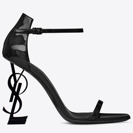 ef1caa0fc82 Diseñador de moda mujeres correas tacones altos sandalias de verano zapatos  de boda de punta abierta bombas de cuero para la señora fiesta de noche ...