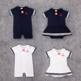Merletti da marinaio online-Estate New Baby Sailor Costume Cool Bebe Abiti Short Triangle Pagliaccetti Lovely Tie Collar Bianco / blu Baby Boy vestiti tuta J190524