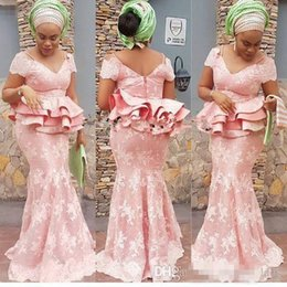 2019 spitzen-nigerian-stil Glamouröse Aso Ebi Styles Mermaid Evening Party Kleider mit Schößchen 2019 erröten Rosa Spitze Langarm Nigerian Prom Abendkleider rabatt spitzen-nigerian-stil