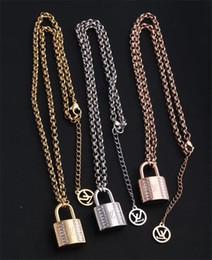 2019 ornamentos de paris Moda mulher de Paris Designer De Luxo Clássico bloqueio Pingente de Honra mulheres camisola colar Estilos presente da jóia da senhora Louis Ornaments ornamentos de paris barato