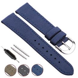 sangle nato bleue Promotion Nato Strap Toile Nylon Véritable Bracelet De Montre En Cuir 18mm 20mm 22mm 24mm Hommes Noir Bleu Vert Femmes Bracelet De Mode De Mode Bracelet