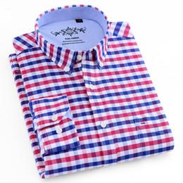 2020 kastenfaltenkleid Männer Langarmshirt Plaid / Gestreifte Oxford-Kleid Hemd Einzelaufgesetzte Tasche mit Box-plissiert Rückenpasse Regular-Fit-Button-Down-Hemden V191109 günstig kastenfaltenkleid