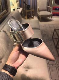 Sandalias stiletto color nude online-Hebilla cuadrada de satén de seda color nude en color negro con sandalias de tacón alto para mujer con tacón de aguja baotou puntiagudo