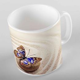 поджаривающая кружка Скидка Else Yellow Beach Sand on Brown Stones Blue Butterfly 3d Print Gift Ceramic Drinking Water Bear Coffee Cup Mug Kitchen
