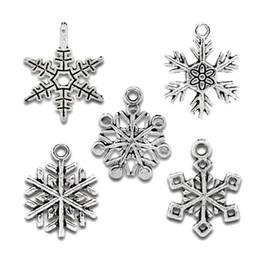 50 Hediye Karışık Gümüş Ton Noel Kar Tanesi Charm Kolye nereden