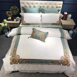 Conjuntos de folhas orientais on-line-Oriental Bordado Luxo Algodão Egípcio Branco Royal conjunto de Cama Queen King Size Hotel conjuntos de Cama capa de Edredão conjunto de folha de Cama