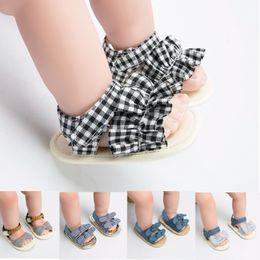 Sandálias infantis para meninas on-line-2019 novo Verão Tarja treliça Xadrez Mocassins Bebê Recém-nascido Primeiros Walker Sapatos meninas Arco princesa Sandálias Sapatos Infantis 7 estilos C6299