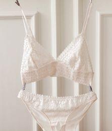 Sutiã de roupa interior branca on-line-Francês Ultra-fino Copo de Renda Underwear Feminino Francês Sexy Ultra-fino Europeu e Americano Triângulo Copo Branco Bralette Bra